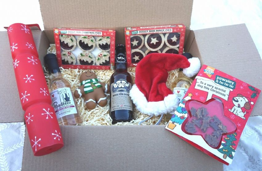 DOG CHRISTMAS HAMPER WINES BEER CRACKER MINCE PIES & XMAS PUDS HAT & XMAS CARD